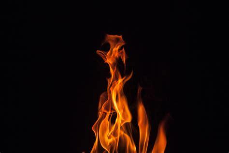 foto stok gratis tentang api background hitam gelap