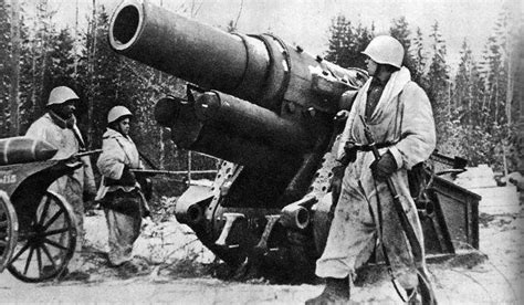 siege canon heavy german siege cannon captured by soviet soldiers near