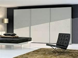 installer des portes de placard coulissantes elle decoration With installer des portes coulissantes de placard