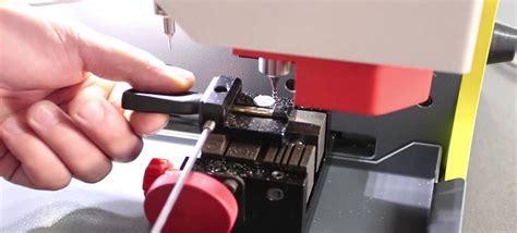 Car Locksmiths Laser Car Key Cutting Services- 24 Hours