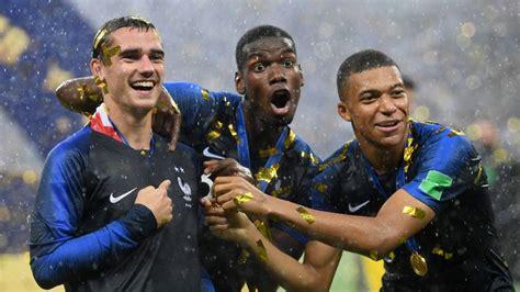 Champion du monde ⭐️⭐️ et parrain de l'association @unriencesttout. The world reacts to France winning the World Cup | Soccer ...