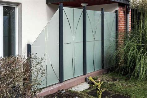 windschutz aus glas windschutz und sichtschutz f 252 r die terrasse aus glas