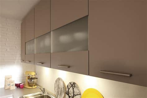 lumiere sous meuble haut cuisine excellent clairage de cuisine cuisines eclairage sous