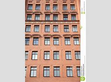 Vue De Face De L'immeuble Contemporain De Mur De Briques