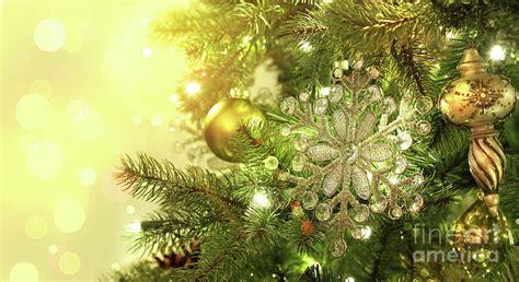 christmas tree decorations  sparkle background