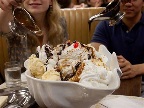 attempt  eat  worlds largest terrapin sundae