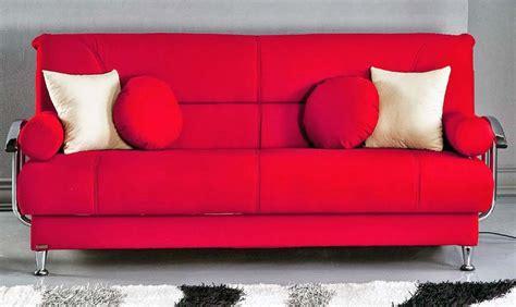 sofa minimalis terbaru warna merah dengan bantal putih ndik home