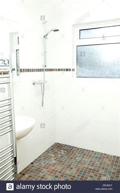 piastrelle per doccia piastrelle per doccia doccia scaffale scaffali accessori