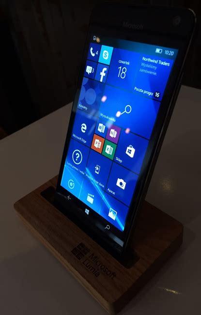 windows 10 bliżej biznesu microsoft prezentuje smartfony lumia 650 z tym systemem softonet pl