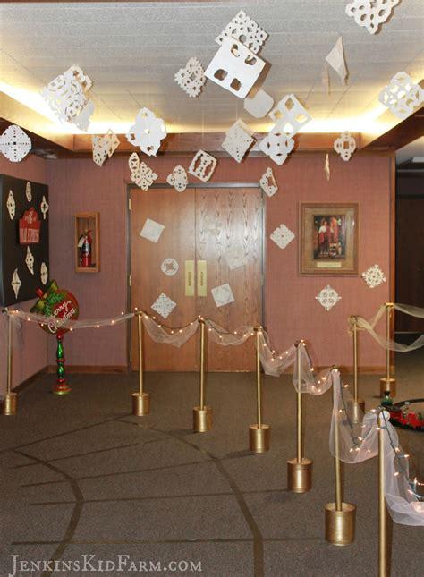 17 christmas door decorating contest ideas the