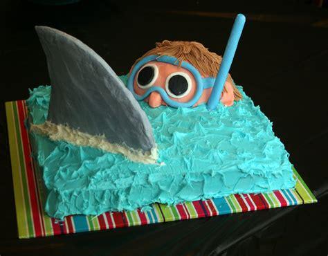 easy shark birthday cake    design