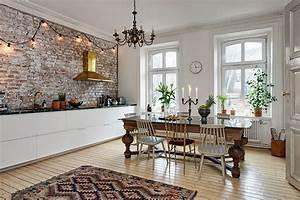 le pareti interne in pietra sono perfette per lo stile rustico With cucine con pareti in mattoncini