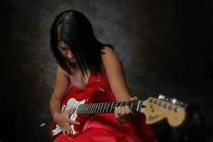 Guitar Playing girls 2 ~ BEAUTIFUL GIRL WALLPAPERS