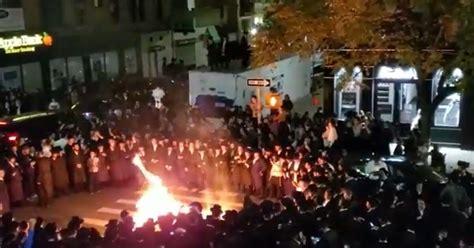 york city orthodox jews burn masks  protest  gov