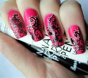 Nail designs using art pens
