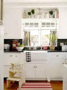 35 cozy and chic farmhouse kitchen décor ideas digsdigs - Black And White Bathroom Decor Ideas