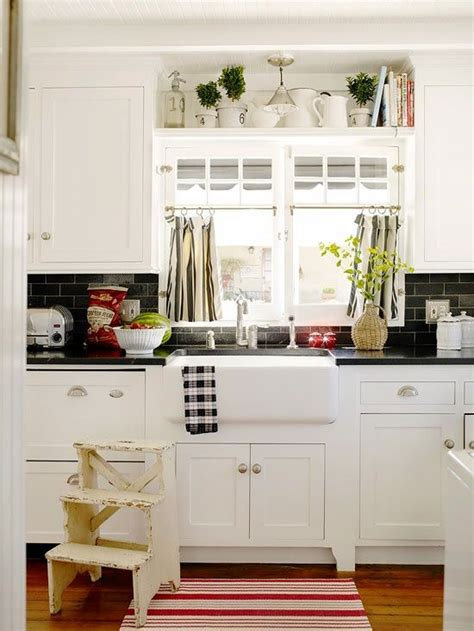 white kitchen decor ideas 35 cozy and chic farmhouse kitchen décor ideas digsdigs