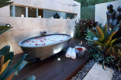 Backyard With Tub by 10 Outdoor Bathtubs That Somehow Make It Ok To Get