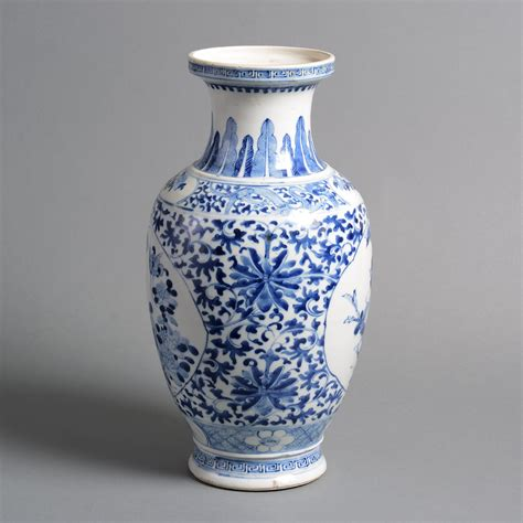 blue and white vase a 19th century qing dynasty blue and white porcelain vase