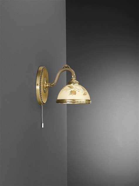 applique classiche da parete applique in ottone con vetro crema a 1 luce verso basso