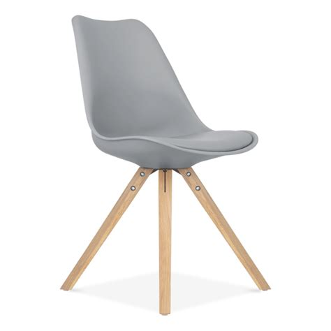 chaise eames grise chaise eames inspired grise avec pieds pyramide en bois