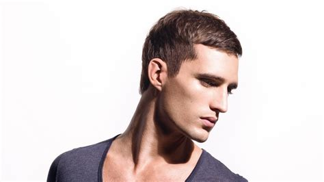 simple  classic short mens hairstyle