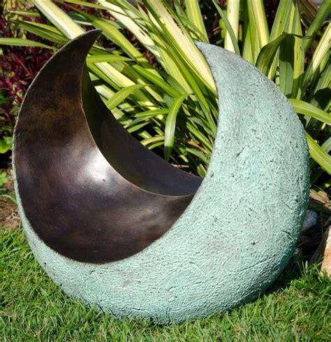 modern pedestal contemporary bronze resin garden sculpture curvation by