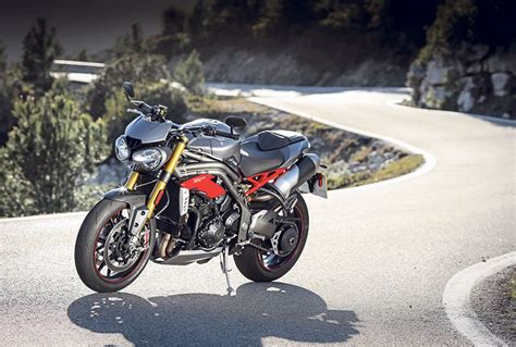 Triumph Speed Triple 1050 R (2016-on) Review
