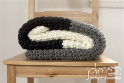 The Sweeter Side Of Mommyhood » Chunky Crochet Blanket