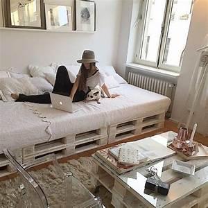 Lit en palette 50 idees pour fabriquer un lit en palette for Idee deco cuisine avec lit king size