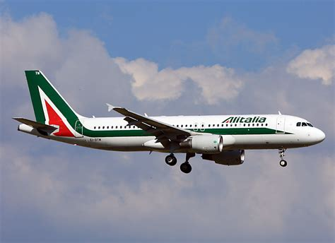 airbus si鑒e social alitalia ascesa e declino di una compagnia aerea marco luigi cimminella