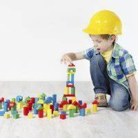Se trata de un parque para niños pequeños que cuenta con todo tipo de juegos lúdicos. Juego de memoria. Manualidades con material reciclado