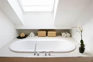 Badewanne Unter Dachschräge : badezimmer mit dachschr ge 9 tolle einrichtungstipps ~ Lizthompson.info Haus und Dekorationen