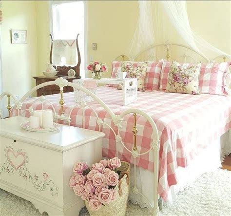 Country Chic Bedroom by Best 25 Shabby Chic Bedrooms Ideas On Shabby