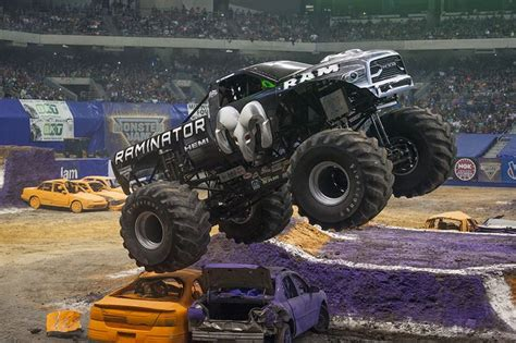 pa monster truck 25 bästa monster jam idéerna på pinterest monster truck
