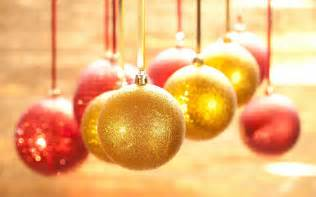 golden christmas ornaments christmas wallpaper 22229798 fanpop