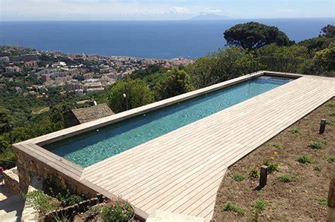 couloir de nage pour profiter du soleil tout en gardant la forme europiscine