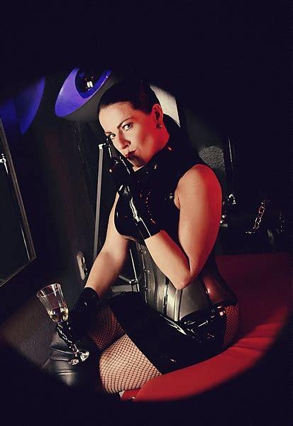 mistress maxim domina bizarr studio schwarz hof