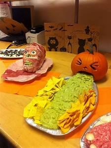 Buffet Halloween : halloween food buffet kotzender k rbis mit guacamole und ~ Dode.kayakingforconservation.com Idées de Décoration