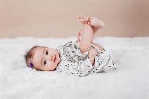 Photo De Bébé Fille : photographe b b 6 mois studio paris et ext rieur naomi ~ Melissatoandfro.com Idées de Décoration