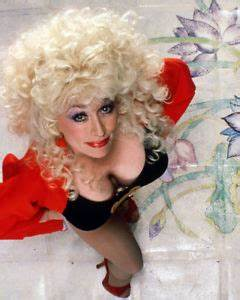 DOLLY PARTON REVEALING CLEAVAGE BLACK DRESS STOCKINGS SEXY