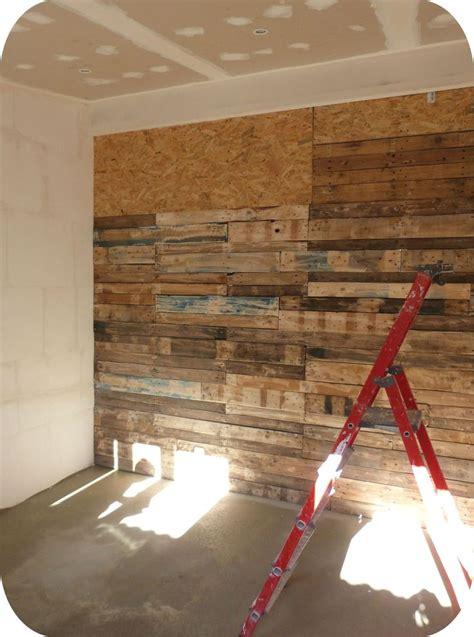 decoration murale en fausse les 25 meilleures id 233 es de la cat 233 gorie palettes murales sur mur de bois de palette