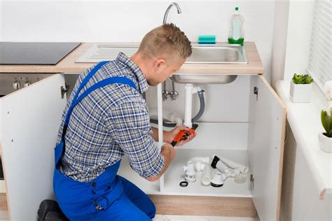 When To Call A Plumber To Replace The Pipes In Your Naples