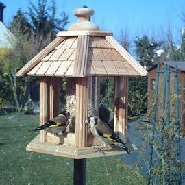 Mangeoire Oiseaux Jardin by Mangeoire Oiseau Gamm Vert Nous Vivons Dans Sa Maison