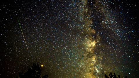 perseid meteor shower  stunning    sky