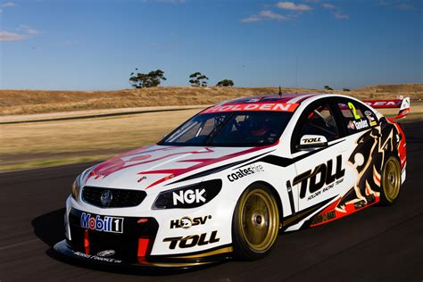 vf holden commodore  supercars race car revealed