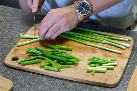 chopping green onions how to make hainanese chicken rice