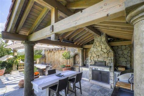 terrasse couverte  idees sur lauvent en bois  la