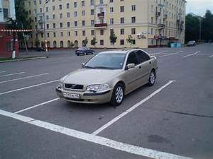 Service Manual  2001 Volvo V40 Owners Manual Download