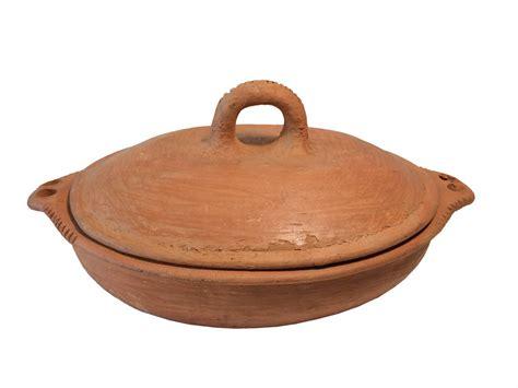cuisiner avec un tajine en terre cuite plat tajine terre cuite tagra ovale et brasero h 36 cm